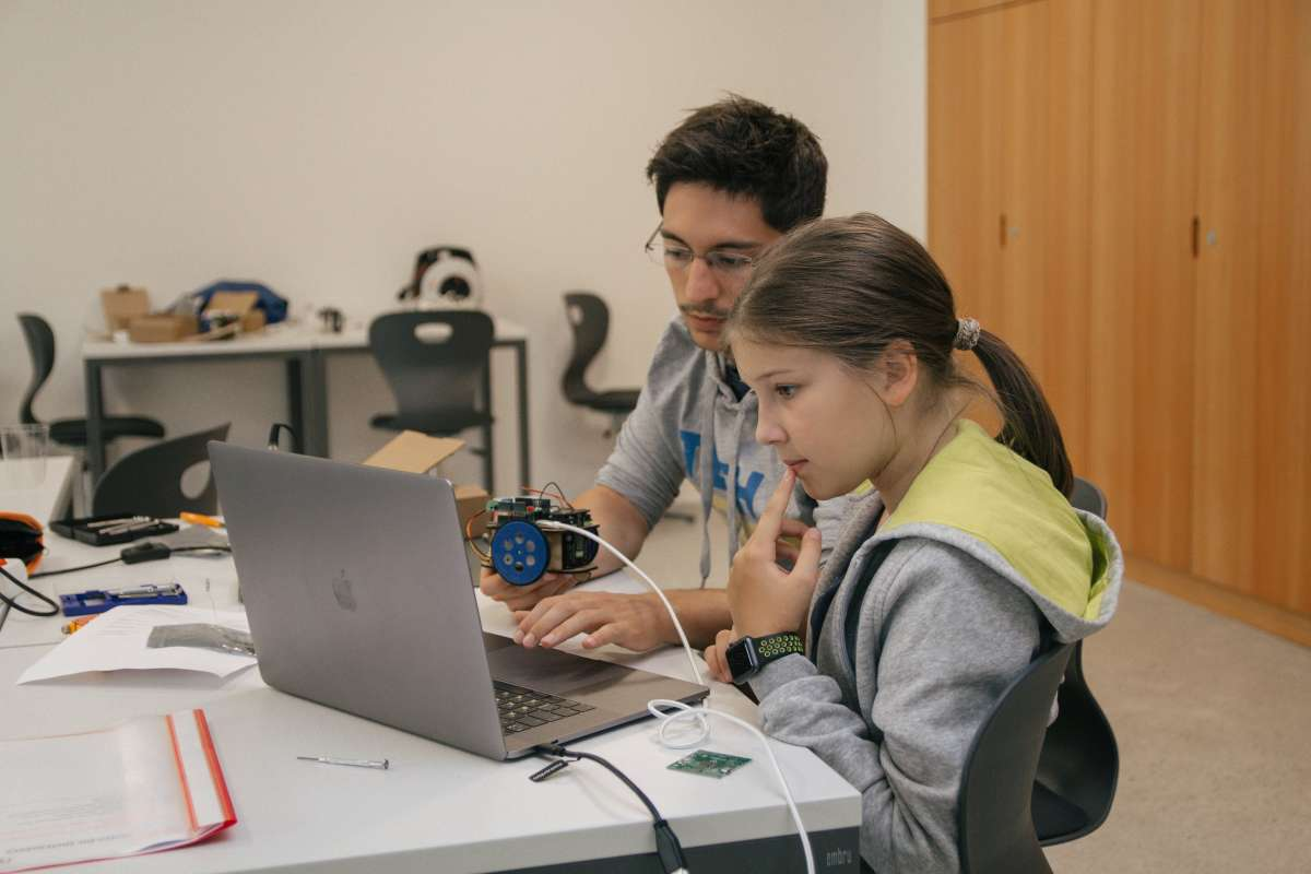 International Camp (English, French, German): Digital Skills